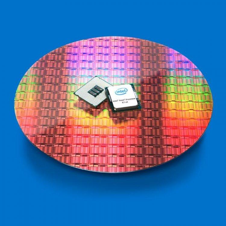 Ο Intel Xeon E7-8894 έχει 24 πυρήνες και κοστίζει $8898! Xeon-e7v4-on-wafer-blue-100708278-large.thumb.jpg.04663bbf9bc327a5c79be44c332a0803