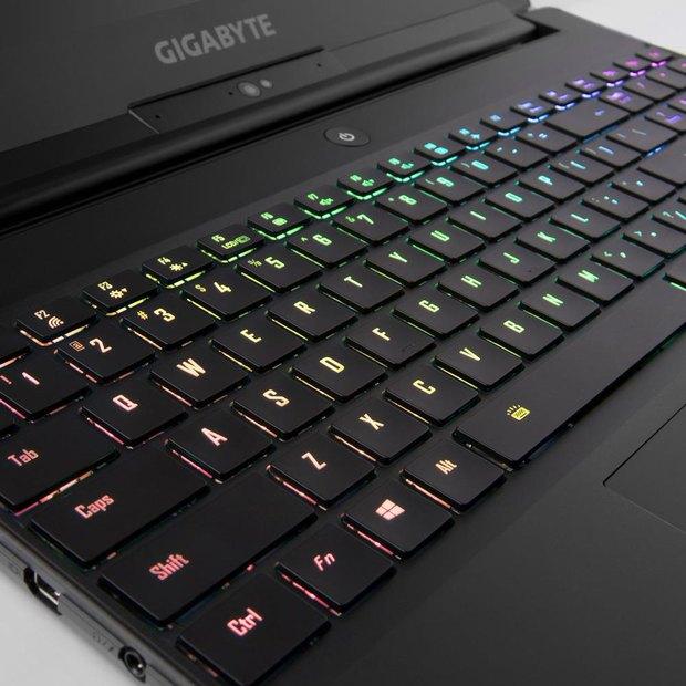 keyboard.jpg.a2b86a78bfff18d559da19ff97865733.jpg