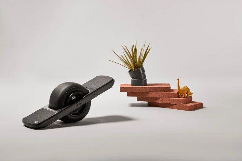 onewheel-pint-one-wheeled-skateboard-designboom-2.jpg.55c2173b0a7f125c6c72c5adff1eaeee.jpg