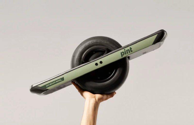 onewheel-pint-one-wheeled-skateboard-designboom-3.jpg.40163f1ac8139dc221135b5be6493c89.jpg
