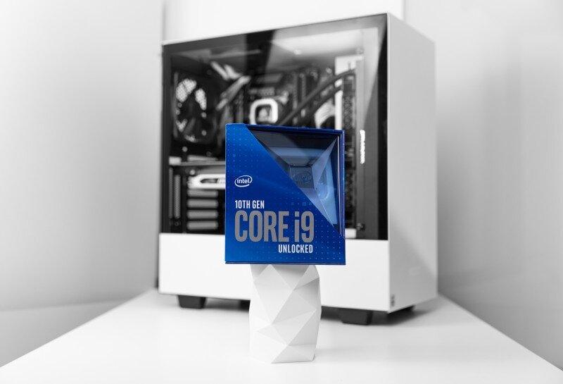 Intel-i9-10900K-2.JPG.b8f6434812221eda419f803d08851240.JPG